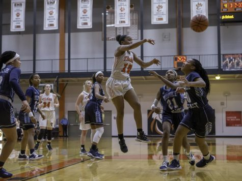 Girls Basketball Climbs Up in State Ranks